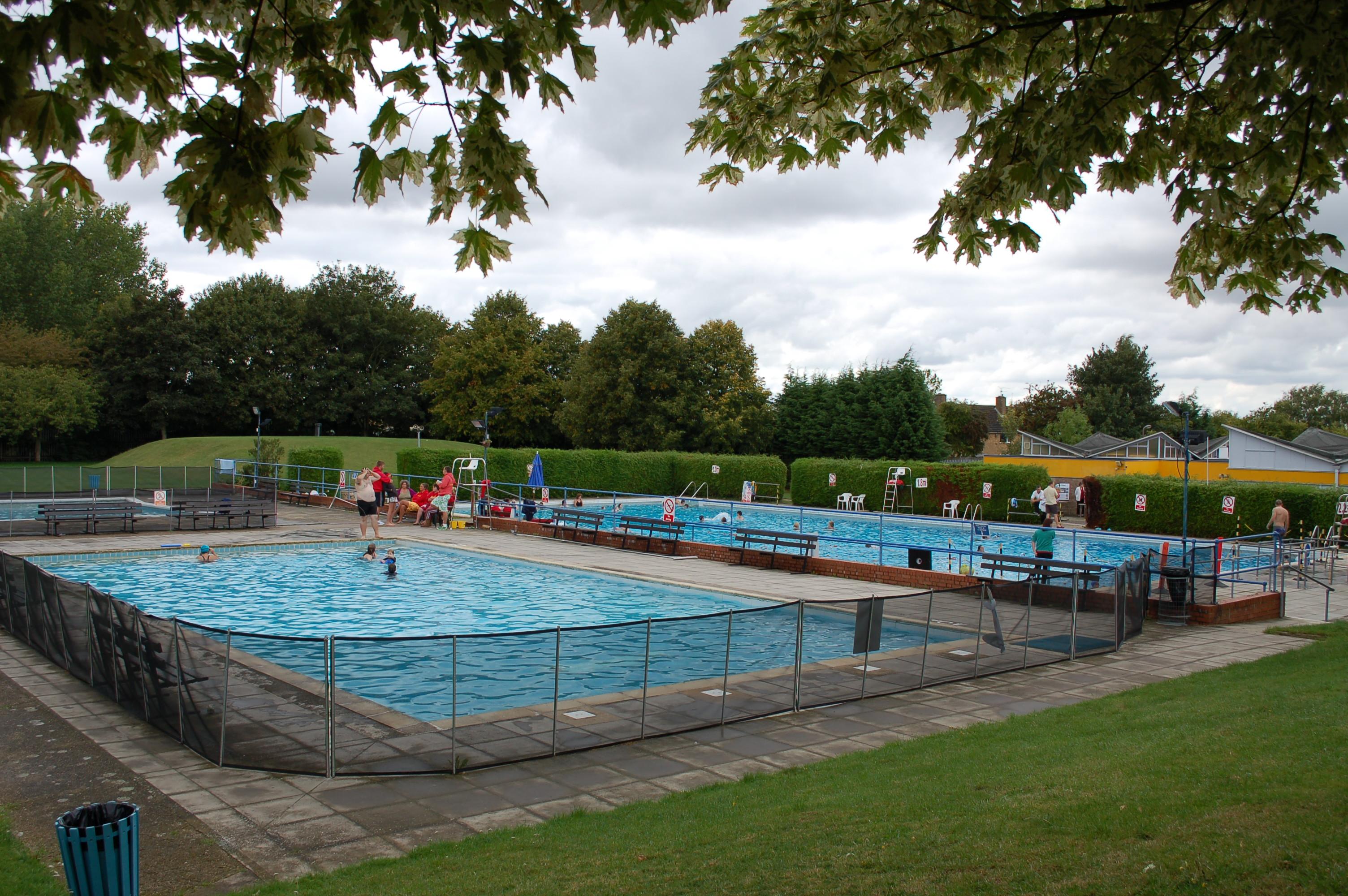 Wolverton swimming pool wolverton sport living archive for Pool pool pool