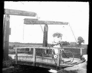 Canal lift bridge