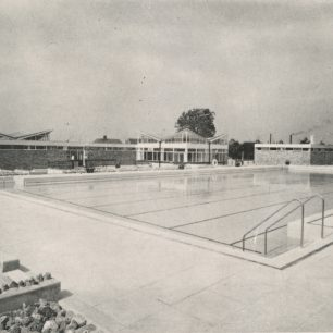 Wolverton Swimming Pool opens in 1964