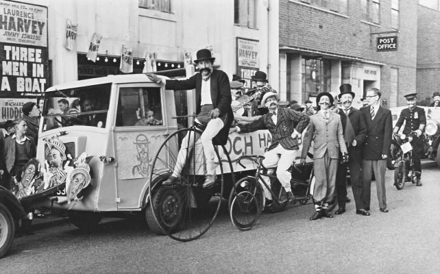 Toc H members with decorated float in Church Street