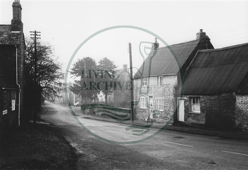 Photograph of Vicarage Road Old Bradwell (1971).