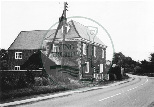 Photograph of Georgian farmhouse on Woughton road (1971).