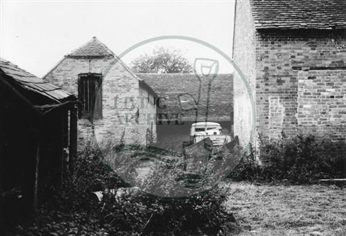 Photograph of Kiln Farm south of Stony Stratford 1975.