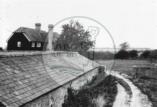 Photograph of Kiln Farm barn south of Stony Stratford (1972).