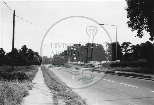Photograph of Wolverton Road just outside Stony Stratford (1971).