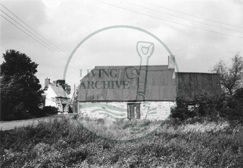 Photograph of barn and Crossed Keys pub in Woolstone ((1972)).