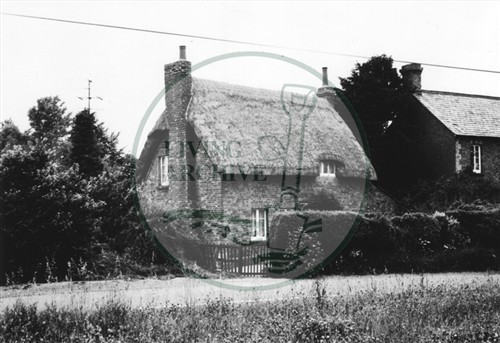 Photograph of cottage near Woolstone (1971).