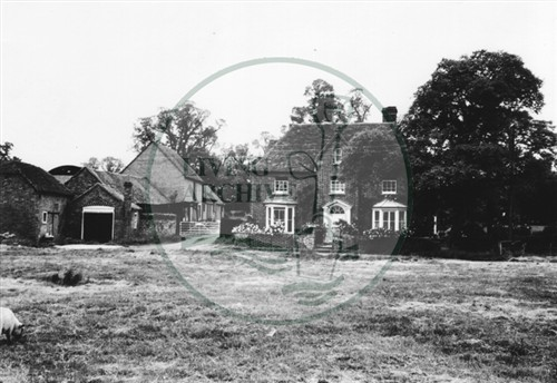 Photograph of Manor Farm in Woughton on the Green (1971).