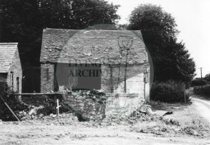 Photograph of barn at Peartree Bridge (1972).