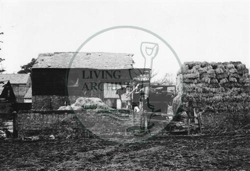 Photograph of Caldecotte Farm buildings (1971).