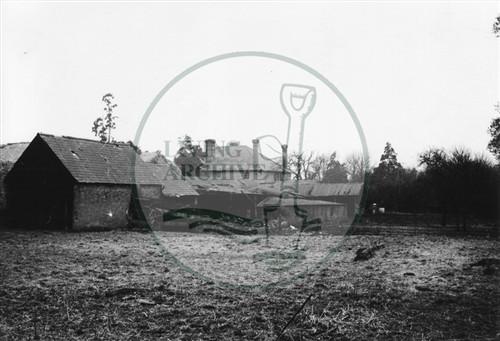 Photograph of Caldecotte Farm and farm buildings (1971).