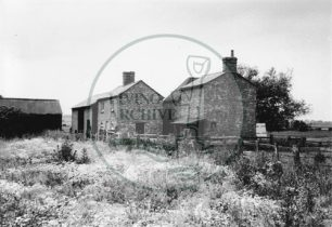 Photograph of abandoned farm between Milton Keynes Village and Willen (1971).