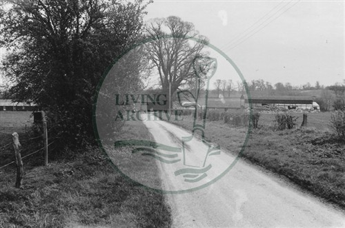 Photograph of farm between Great Linford and Woolstone (1971).