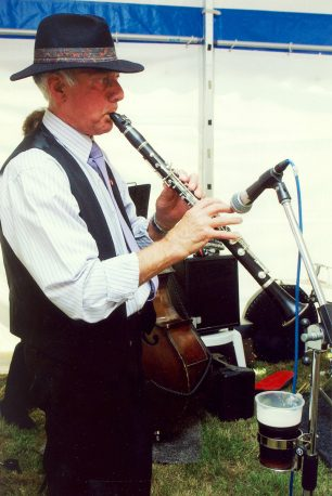 Dennis takes centre stage at Leon Rec in 2004