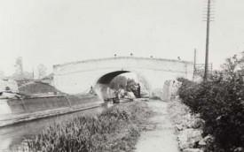 Narrowboats at bridge 84 at Woolstone on the Grand Junction Canal