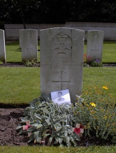 Photograph of the grave and headstone of Albert French