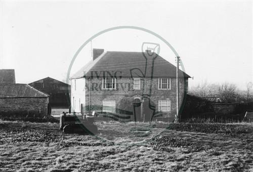 Photograph of Old Bradwell Manor Farm barn (1971).