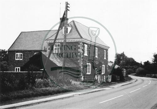 Photograph of Georgian farmhouse on Woughton road (1971).