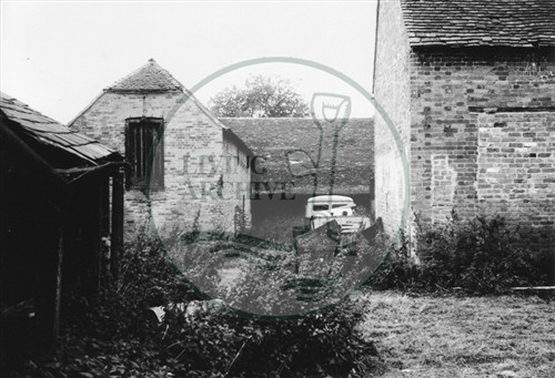 Photograph of Kiln Farm south of Stony Stratford 1975.