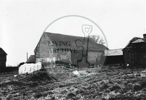 Photograph of Kiln Farm barn south of Stony Stratford 1975.