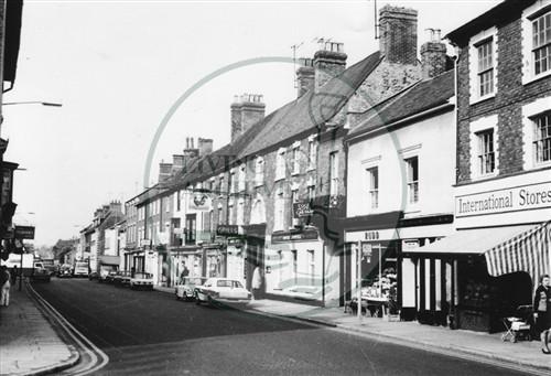 Photograph of Stony Stratford High Street (1971).