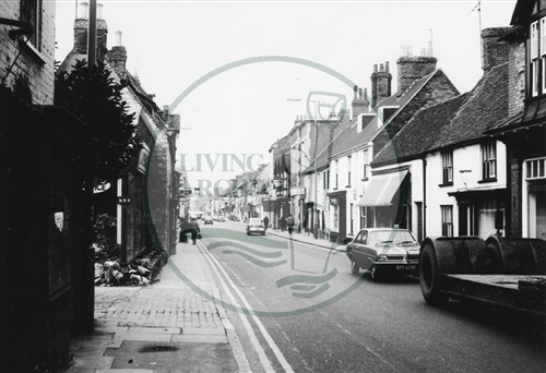 Photograph of Stony Stratford High Street (1971).