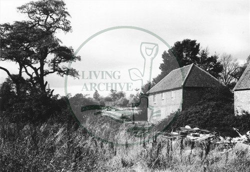 Photograph of farm in Woolstone (1971).