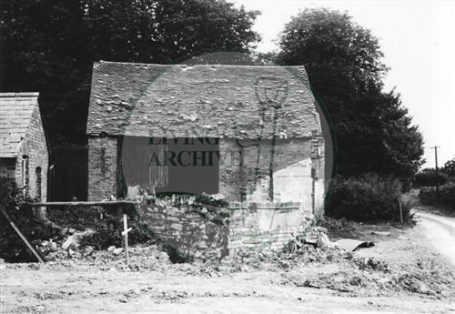 Photograph of barn at Peartree Bridge (1972).