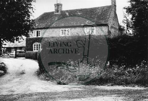 Photograph of farmhouse at Simpson (1971).