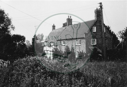 Photograph of large cottage in Milton Keynes Village (1971).