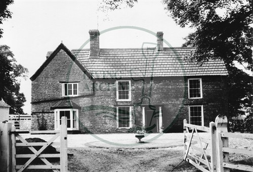Photograph of farmhouse in Great Linford (1971).