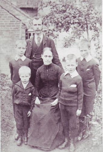Frank Brown Snr.  with family in Mill Street Newport Pagnell.