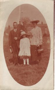 Tom and Lou Taylor with a young Beryl.
