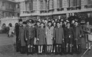 Bradwell School outing to Westminster to meet MP, 1948.