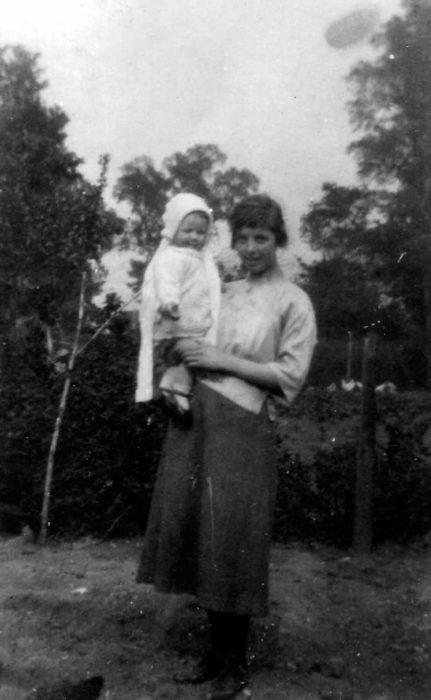 Spires & Janet 1932.
