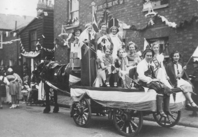Connie at George V  Jubilee - 1st Bradwell guides on a horse-drawn cart in a decorated street.