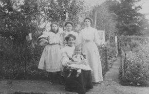 Melbourne Terrace, Markham Family.