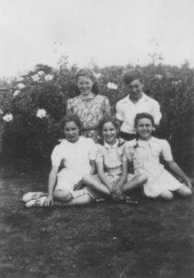 Wickstead Park. Mavis & Ken Cook, Janet Batttison, Molly Squire, Doreen Cook.