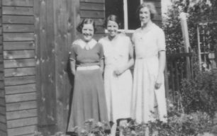 Doris Tweedle, Maud Squire, Alice Cowley at 14 Caledonian Road 193.