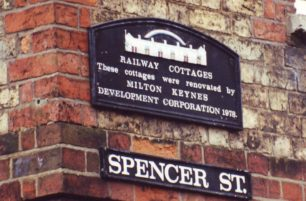 Railway Cottages plaque, Spencer St.
