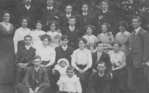 Large family group, early 20th century
