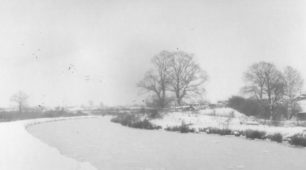 Frozen Grand Union Canal.