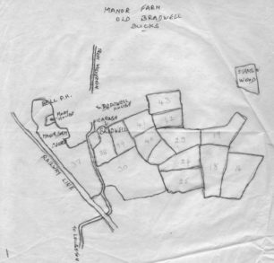Traced map of Manor Farm, Old Bradwell, with field numbers.