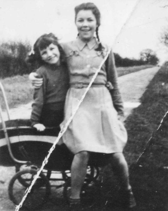 Ada & Rosemary Stephenson in Common Lane