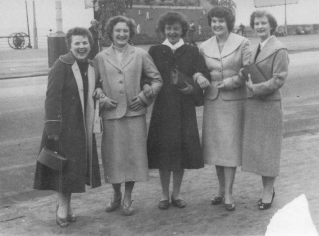 Teenagers enjoying holidays in 1950s.