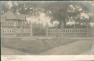 Bletchley Park Lodge and gates, Buckingham Road