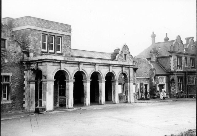 Bletchley Railway Station and Station Hotel