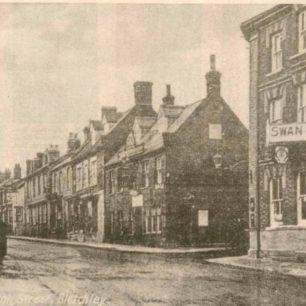 Fenny Stratford showing Swan Hotel