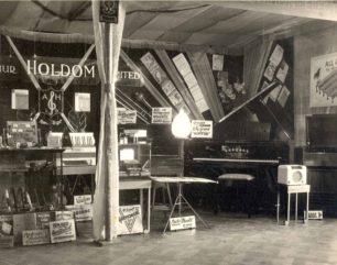 Holdom Music Stand 1950