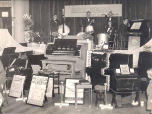 Holdom Music Stand 1951